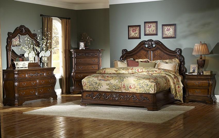 Roseville master bedroom set von furniture for Large master bedroom dresser