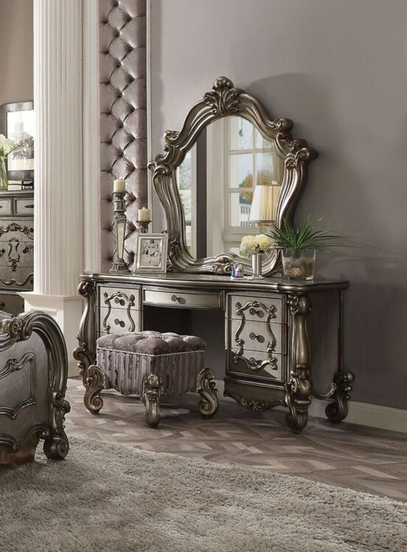 Lucca Bedroom Set in Antique Platinum