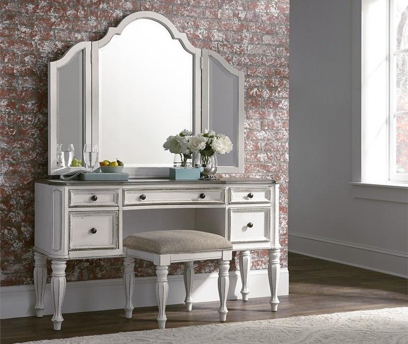 Magnolia Manor 4 Piece Queen Bedroom Set with Upholstered Headboard