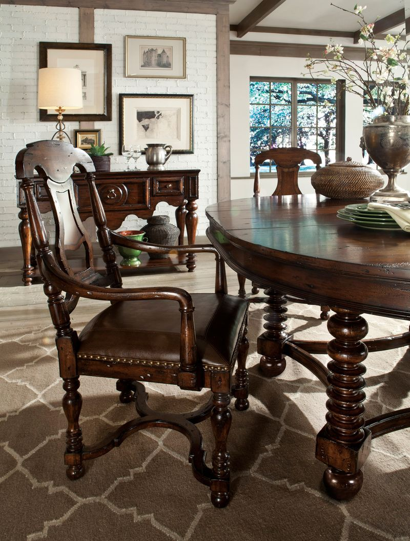 Canyon Retreat Round to Oval Dining Room Set
